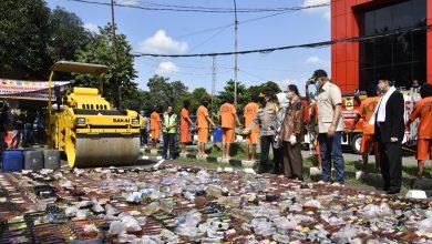 Photo of Jelang Idul Fitri, Polres Bogor Musnahkan Ribuan Botol Miras dan Bongkar Sindikat Prostitusi