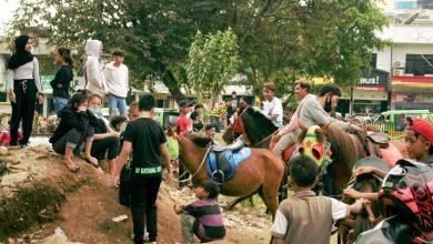 Photo of Libur Lebaran, Alun-alun Empang Bogor Disulap Jadi Tempat Rekreasi Berkuda