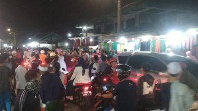 """Photo of Himbauan Lebaran Prihatin Bima Arya Dicuekin, Ribuan Warga Sesaki Pasar Malam """"Takbiran"""" Kota Bogor"""