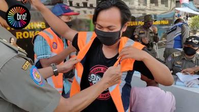 Photo of Warga di Pasar Kebon Kembang Kena Sanksi Razia PSBB