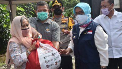 Photo of 70.224 Warganya Terima Paket Sembako Jokowi, Ade Yasin : Mereka Tak Boleh Menerima Lagi Bantuan Gubernur dan Bupati