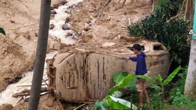 Photo of Satu Mobil Ditemukan Ringsek Pasca Banjir Leuwisadeng Bogor