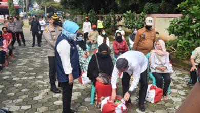 Photo of Tebar Sembako Jokowi untuk Warga 7 Kecamatan di Kabupaten Bogor, Kemensos Janjikan BST Bagi 7.222 Warga Lainnya