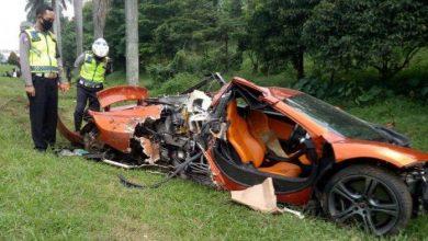 Photo of Kecelakaan di Tol Jagorawi Bogor, Supercar McLaren Ringsek