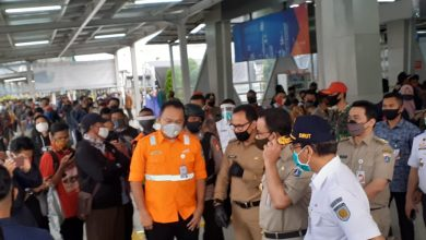 Photo of Cegah Penumpukan, KAI Persilahkan Penumpang KRL Gunakan Bus Gratis di 5 Stasiun