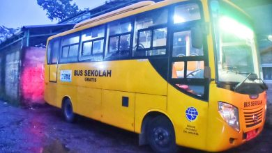 Photo of Urai Antrean Penumpang KRL, 50 Bus Dikerahkan di Stasiun Bogor