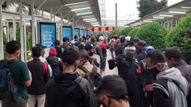 Photo of Penumpang KRL Tetap Menumpuk, Pemkot Bogor Janji Evaluasi Terus Pengaturan Jam Kerja