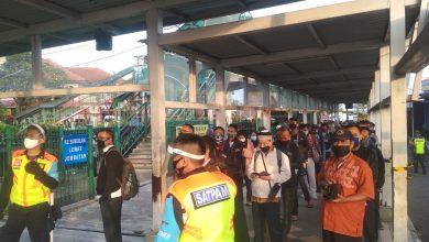 Photo of Banyak Libatkan Petugas, Antrean Penumpang di Stasiun Bogor Berjalan Tertib