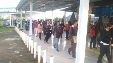 Photo of Urai Antrean Penumpang di Stasiun Bogor, Ini Usulan Bima Arya ke Pemerintah Soal Shift Jam Kerja