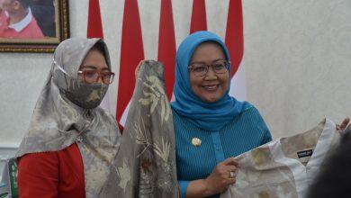 Photo of 7 Pelaku Ekraf Kabupaten Bogor Lulus Program Tingkat Nasional, Ade Yasin: Kulitas Produk Kita Berkelas