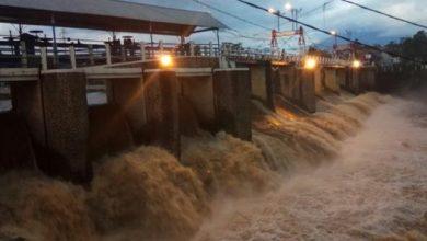 Photo of Sungai Ciliwung Meluap, Selasa Dinihari Nanti Air Bah Sampai di Jakarta