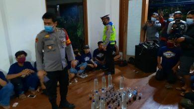Photo of Polisi Grebek, Puluhan Remaja Lagi Pesta Ganja dan Miras , Di 'Villa' Ciampea Bogor
