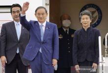 Photo of Perdana Menteri (PM) Jepang Yoshihide, Di Ajak  Berkeliling Di Kebun Raya Bogor, Sore Ini