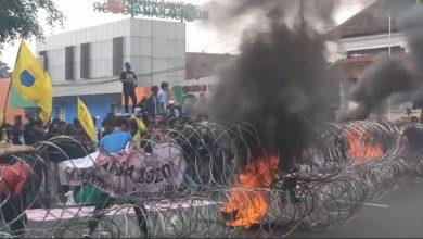 Photo of Aksi Demo Mahasiswa, Mewarnai kedatangan Perdana Menteri (PM) Jepang ke Istana Bogor.