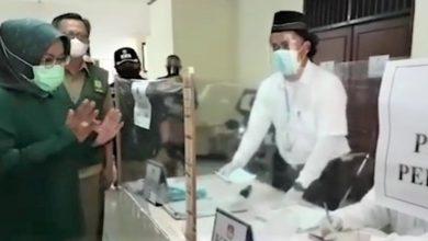 Photo of Bupati Ade Yasin Pantau Penerapan Prokes Covid-19 , Disejumlah TPS  Pilkades Serentak di Kabupaten Bogor.