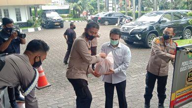 Photo of Kapolresta Bogor Kota Jemput Langsung Bantuan Sembako dari Pengusaha Untuk Pasien Isolasi Mandiri.