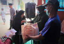 Photo of Warga Bogor Sumringah, Bunda Lilis Tebar 2000 Paket Sembako Ramadhan.