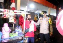 Photo of Sambil Patroli, Polresta Bersama Kodim Kota Bogor Bagikan 1300 Paket Sembako