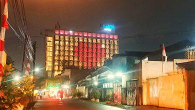 Photo of Semarak Kemerdekaan RI,  Gedung THE 1O1 Bogor Suryakancana Kota Bogor Dihiasi Lampu Merah Putih Berbentuk Hati