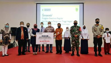 Photo of PT Solusi Bangun Indonesia Tbk (SBI), Serahkan Bea Siswa Bagi 461 Pelajar Dan Mahasiswa  Warga Sekitar Area Pabrik Narogong Bogor.